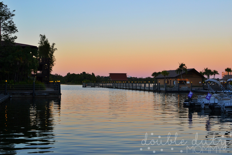 disneys-polynesian-resort-water-front